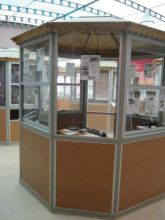Bonito local en forma de kiosko ubicado en plaza comercial