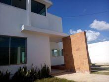 Casa con amplio terreno + 2 recámaras