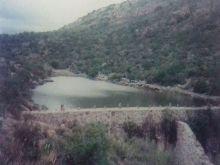 Rancho con presa y manantial natural.