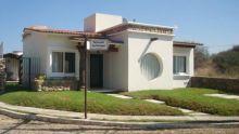 Acogedora casa ubicada en esquina, Frente a area comun